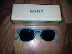 DKNY RETRO LOOK SUNGLASSES