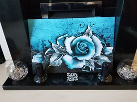 Turquoise canvas picture. New and still in box. Measures30 x20 :