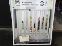 Lindam Numi Aluminium Stairgate 67.5cm - 101cm