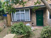 Great house, prime location close to shops in Yiewsley