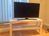 Samsung UE32J5100 32 Inch Full HD Freeview HD TV with table