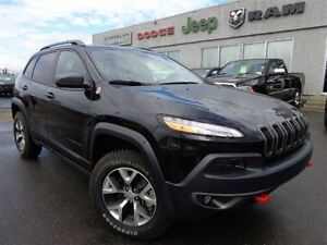 2016 Jeep Cherokee Trailhawk-Panoramic Sunroof,Bluetooth--High R