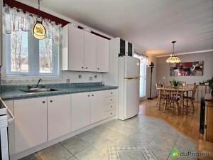 184 900$ - Bungalow à vendre à Larouche Lac-Saint-Jean Saguenay-Lac-Saint-Jean image 2