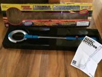 Metal detector (boxed, working, battery operated)