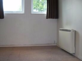 SECURE AND SPACIOUS SPARE ROOM available for storage | Woodside Park (N12)