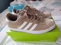 MINT Addidas NEO DSET trainers size 10.5 Beige/White MENS