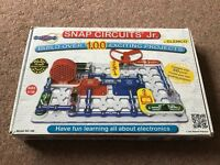 Snap Circuit Jr. 100 electronic projects to make