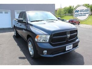 2017 Ram 1500 Express! 4X4! HEMI! LIKE NEW!