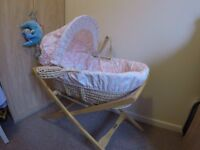 Mamas & Papas moses basket with stand, mini coverlet and 2 sheets