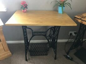 Singer entrance table