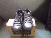 Men's shoes( SKECHERS) size 7