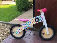 Kiddimotor Kurve pastel dotty balance bike in fantastic condition.