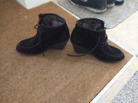 Size 6 Ladies Black Shoes