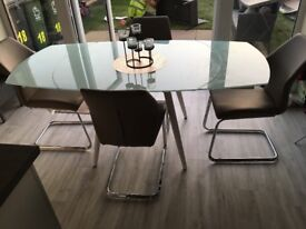 Extendable Dining table for sale. Brand New!