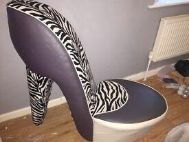 Large shoe seat