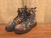 Dr Marten blue floral canvas Pascal boots, women's size 5 (UK) , in great condition