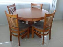 Timber round table with 4 chairs Gladstone Gladstone City Preview