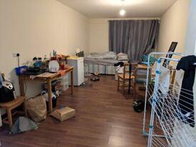 Extra Large en-suit room £750pm including bills in Kingsbury