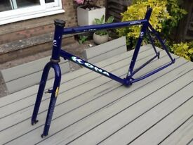 Kona Kilauea Cromo frame with Project 2 forks