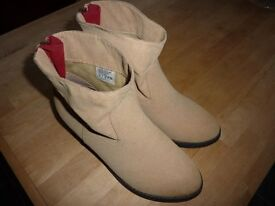 LADIES SKECHERS SUEDE LOOK ANKLE BOOTS SIZE 7