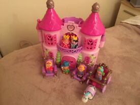 ELC HAPPYLAND ENCHANTED CASTLE WITH FIGURES & ACCESSORIES