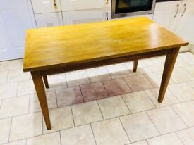 Solid Oak Table in Excellent Used Condition