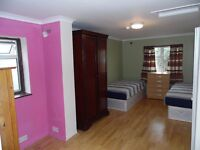LARGE AND COMFY TWIN ROOM FOR 2 FRIENDS AT GRANGE PARK RD