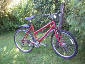 ladies raleigh mantis,20 in frame/red/21 speed,very tidy,little used
