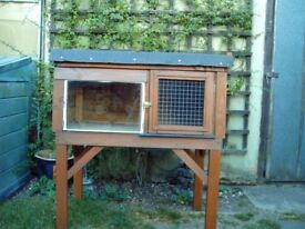 Outdoor Rabbit Hutch/Small Animal House Shelter
