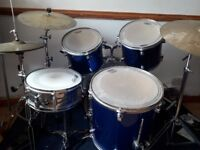 Evans Level 360 metallic blue 5 piece drum set with 3 cymbals, stands and drum mat