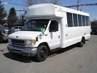 2001 Ford E-450 20 Pass Bus with Wheel Chair Lift