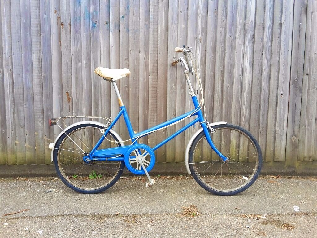 """CHEAP AND CHEERFUL vintage shopper bike UNISIZE UNISEX. Fully working conditionin Notting Hill, LondonGumtree - Lovely British shopper bike. This kind of bikes were so popular during the 70s. They are very practical, hard wearing and look cute too. Unisize, unisex, will fit a male female betweeen 5 ft and 5 8"""" (1.50 to 1.75m aprox). 3 speed Sturmey Archer..."""