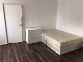 = GREAT OCCASION = BEAUTIFUL DOUBLE ROOM AVAILABLE NOW IN SHADWELL