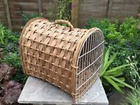 Wicker pet carrier. Good clean condition.