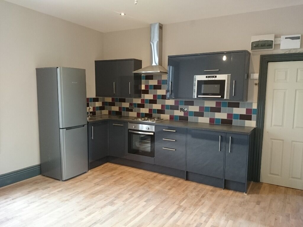 Fantastic 2 Bed flat BROOMHILL S10 furnished. INC WATER. 1st july