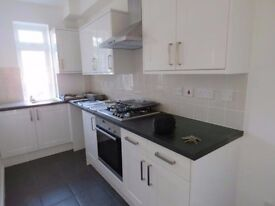 ***MODERN ONE BEDROOM FLAT TO RENT ON JUBILEE PARADE, IG8 7QF - 10SEC WALK TO STATION**