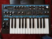 Novation BASS STATION II 25-Key Monophonic MIDI USB Analog Keyboard Synthesizer