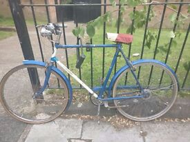 Classic city bike with all accessories to get you going