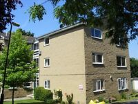 A spacious 2 bedroom, newly decorated flat to let, with private garage.