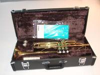 Yamaha B flat Gold Laquered Trumpet Model YTR 2335