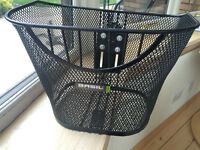 Basil bike basket and fixed mount