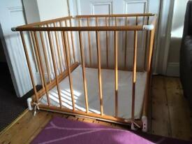 Wooden playpen foldable