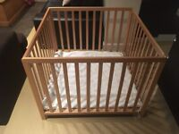 Wooden baby playen for sale - adjustable height - excellent condition