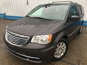 2016 Chrysler Town & Country Touring *POWER SLIDING DOORS*