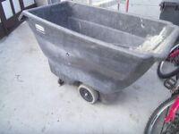 rubber maid wheel barrow