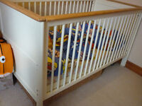Lovely Obaby Newark Cot Bed White