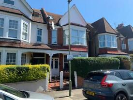 3 bedroom flat in 54 Princes Avenue, Finchley, N3