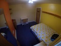 Large Double Room, at Charlton, edge of Greenwich. Convenient location for City and Canary Wharf