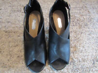Black Dorothy Perkins open toed shoes