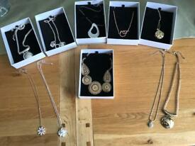 Pendant's necklaces